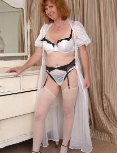 Older  Heavy Set Slides Her  Undies to the Side Exposing Pink