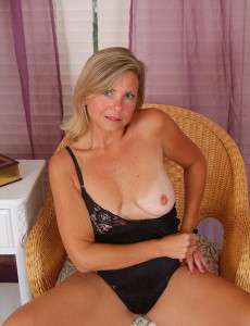 sexy-nude-moms-having-sex