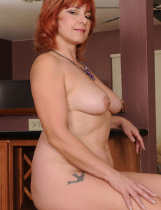 Pics mom nude Female redhead