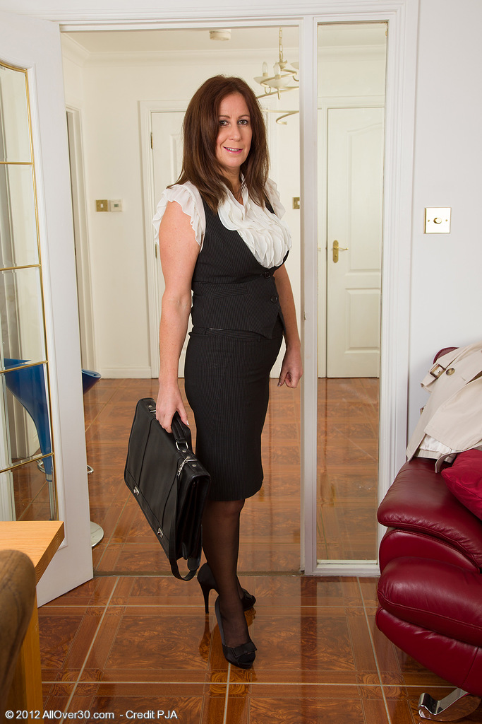 47 Year Old Carol Foxwell Comes Back from Work in Time to Get  Nude