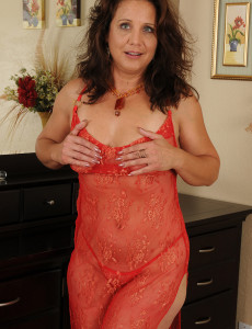 43 Year Old Chane from  Milfs30 Plugs Her  Cunt with a Glass Dildo