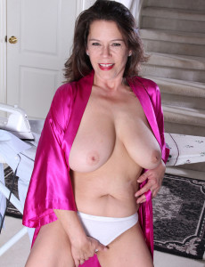 43 Year Old and Big Breasted Milf Christy Takes a Break from Ironing ...: www.milfs30.com/43-year-old-and-big-breasted-milf-christy-takes-a...
