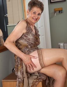 British granny amanda degas masturbates in bathroom - 2 part 4