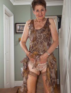 beautiful older women with shaven pussy