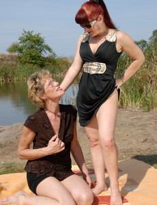Esmeralda and Georgina from  Milfs30 Munch Pubic Hair Outdoors