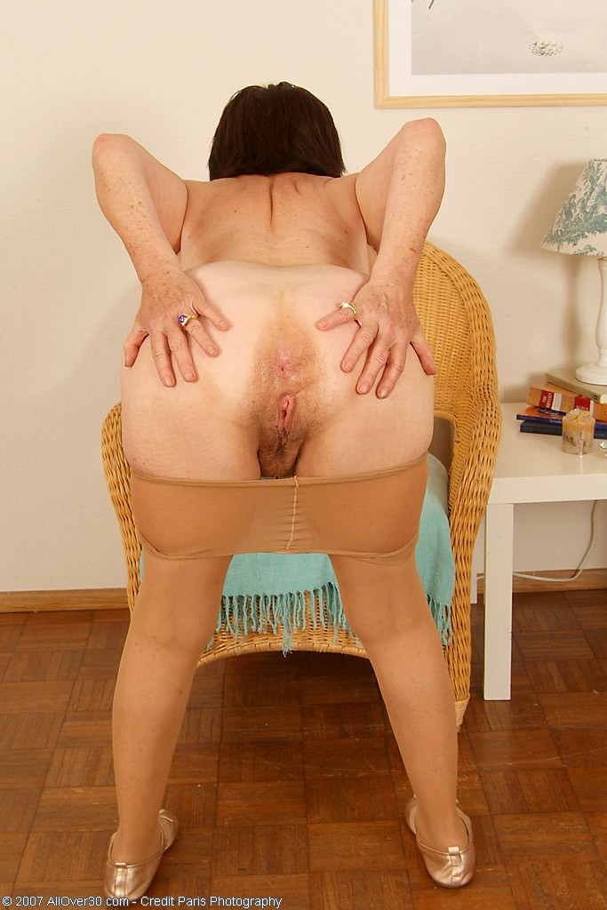 Hairy cunt daria glower is fucking 7