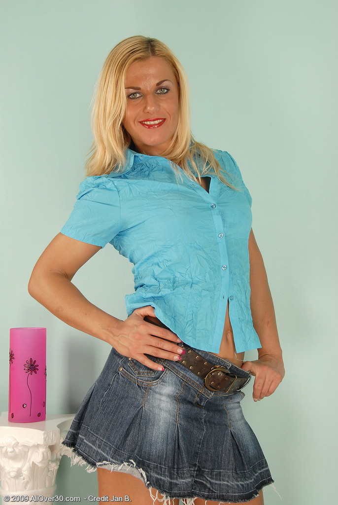 Blond Haired  Mom with a Very Fur Covered  Vulva Shows Us What Shes Got