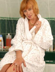 59 Year Old Karoline Scrubbing Her Hairy Pubic Hair in the Bathtub