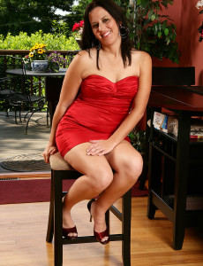 34 Year Old Kim from  Milfs30 Looking Elegant in Her Red Dress