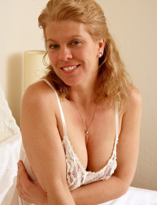 Lacey Lady Lauren E from  Milfs30  Opens Her  Hot Long Gams