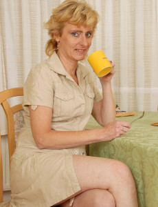 Blond Haired  Cougar Leny Give Us a Close Look at Her  Older Stunner and Hairless  Hoo Ha