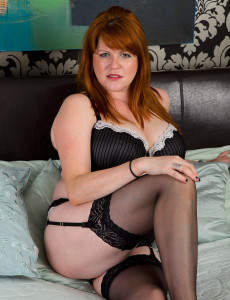 Redheaded Plumper  Cougar Slams a Dildo Deep into Her Older Snapper