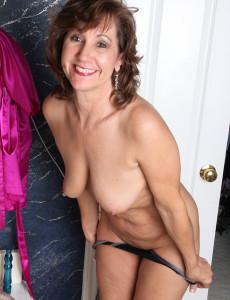 Naked Hot Older Women 28