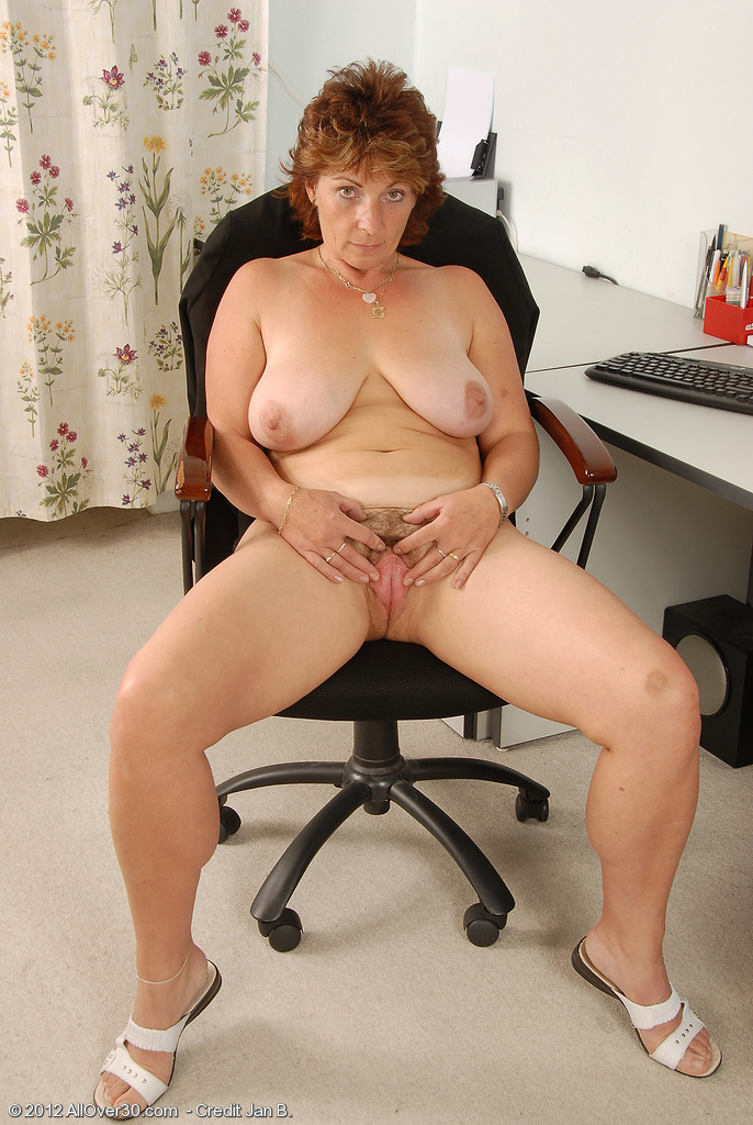 Hairy Cunt and Gigantic Bangers on 42 Year Old Misti from Milfs30 ...