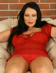 Juggy 38 Year Old Sandra Wants You to Open Her  Twat Present