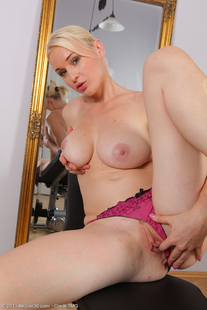 30 Year Old Sherry Riley from Milfs30 Performing Bare Weight Hoisting » She006012006503010 ...
