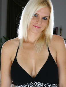 Gorgeous  Blond Slovanna Shows of Her Big Tits and  Older Babe  Cunt  Pear