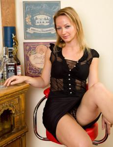 Elegant Tara Trinity Has a Martini and then Loosens Up Her Hot  Twat