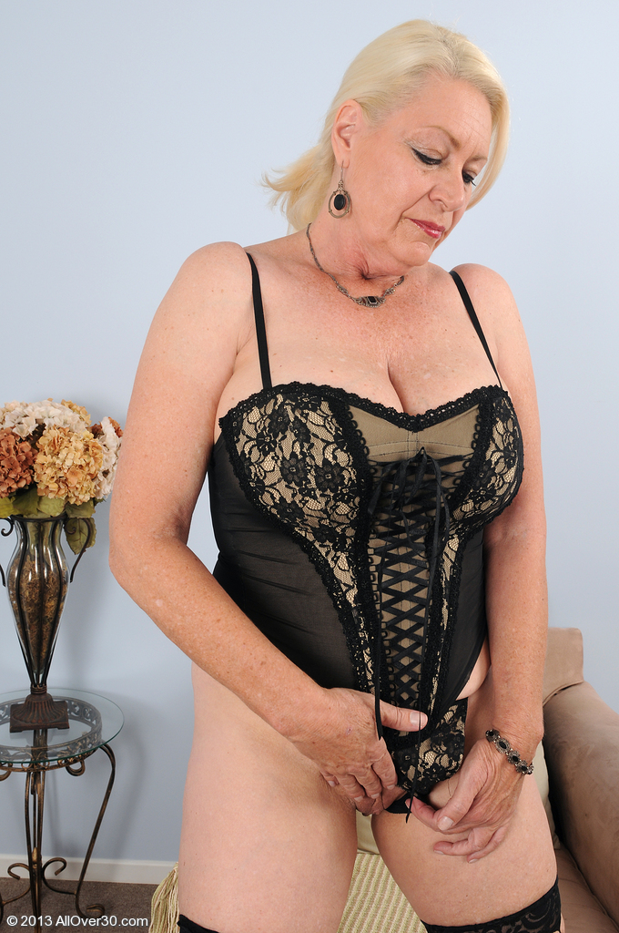Big breasted super hot mature mom fucking young boy 8