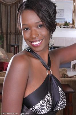 Elegant Black  Mom Sayana Monroe Opens Up Her Chocolate Butt Wide