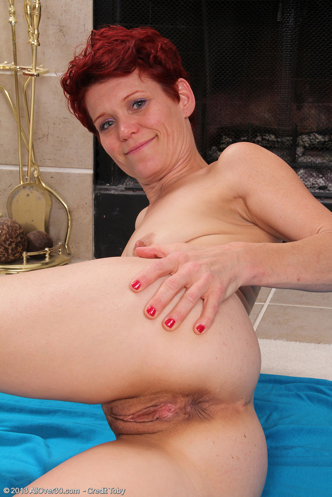 42 year old soccer mom plays with her hairy pussy 2