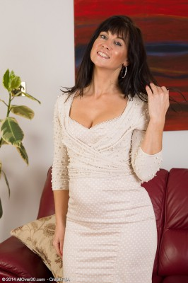 Elegant and  Hot 45 Year Old Lilani Tizzie Undresses and Opens Up