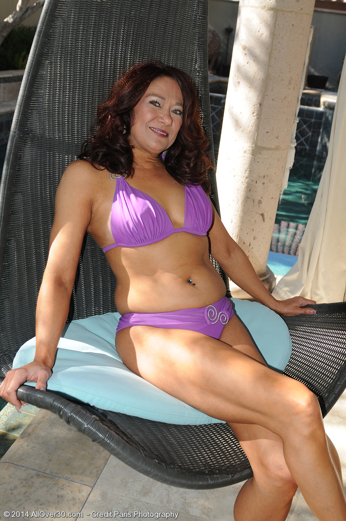 Naked Wife In Backyard 52 Year Old Renee Ebony Opening Up Her Gams Found On The