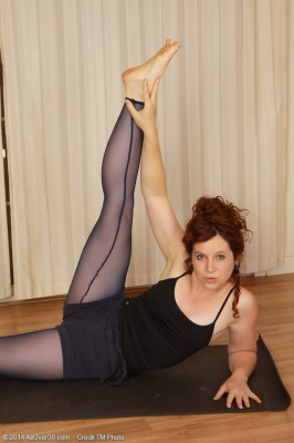 Insatiable 37 Year Old Fiona Opens Up Her Muscles Plus Her Slit Inwards Here