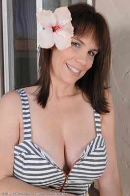 Super Horny 41 Year Old Kelly Capone Lets Her Thick Funbags Hang Lightly