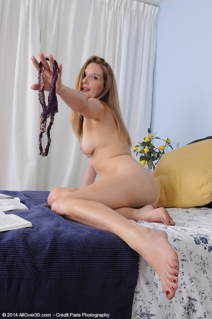 Hot milf impales herself on a huge dildo and fucks it like an animal 10