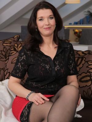 Elegant 38 Yr Old Fernanda Jerson Exposing the Lady Fine  Breasts