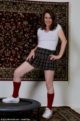 Lovely 41 Yr Old Molly Golly Gets Bare Regarding the Trampoline in Here