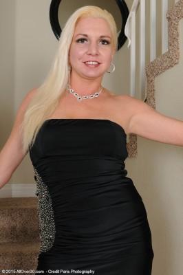Blond and Splendid Milf Jessica Taylor Slides out of the Lady Elegant Dress