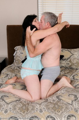 Kinky Old 58 Yr Old Raven Flight Getting the Woman  Older  Cunt Fucked