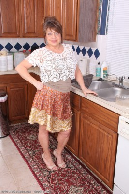 48 Yr Old Penny Vaginas Gets Herself Damp on Kitchen Counter