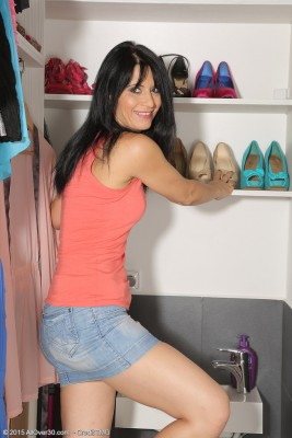 Brown Haired  Wifey Gracia Saluda Slides off Her Jeans Skirt and Opens Up