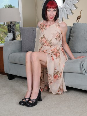 Hot Slender Alyce Porter Emerges Tight As a Drum As She Gets Nude Indoors