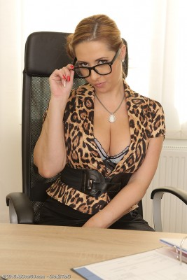 Magnificent Secretary Daria Glower Takes Dictation then Flashes Her Gigantic Breasts