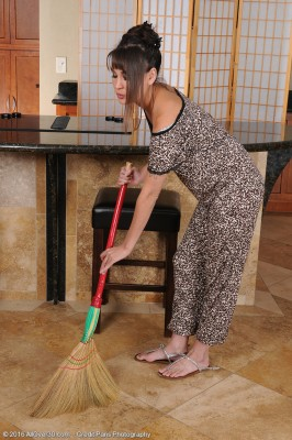 Exotic Asian Babe Jade Hsu Cleans Residence and Peels off Down for Some Playtime