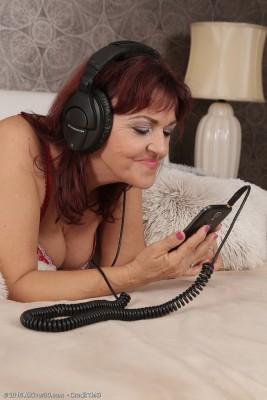 Wild Mummy Natalia Muray Listens to Music and Fucks Her Fortunate Guy Acquaintance
