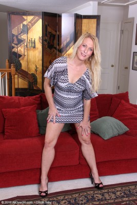 Blond Sexpot Jackie Will Require off Her Dress and Heels to Fuck by Herself with a Fucktoy