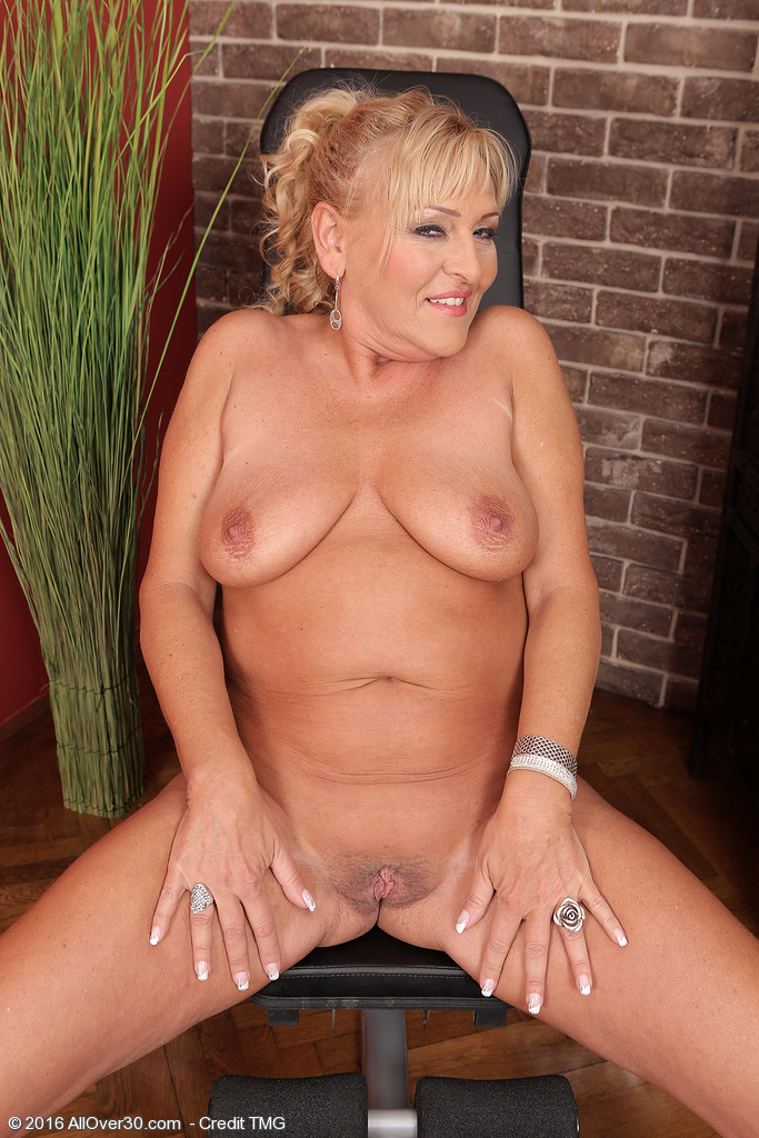 Milfs over 30 free