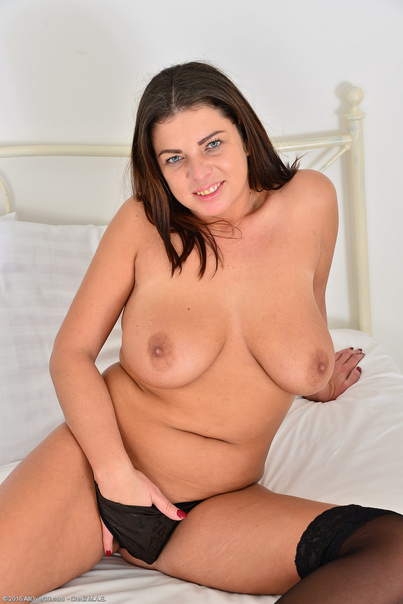 free shaved babe pussy
