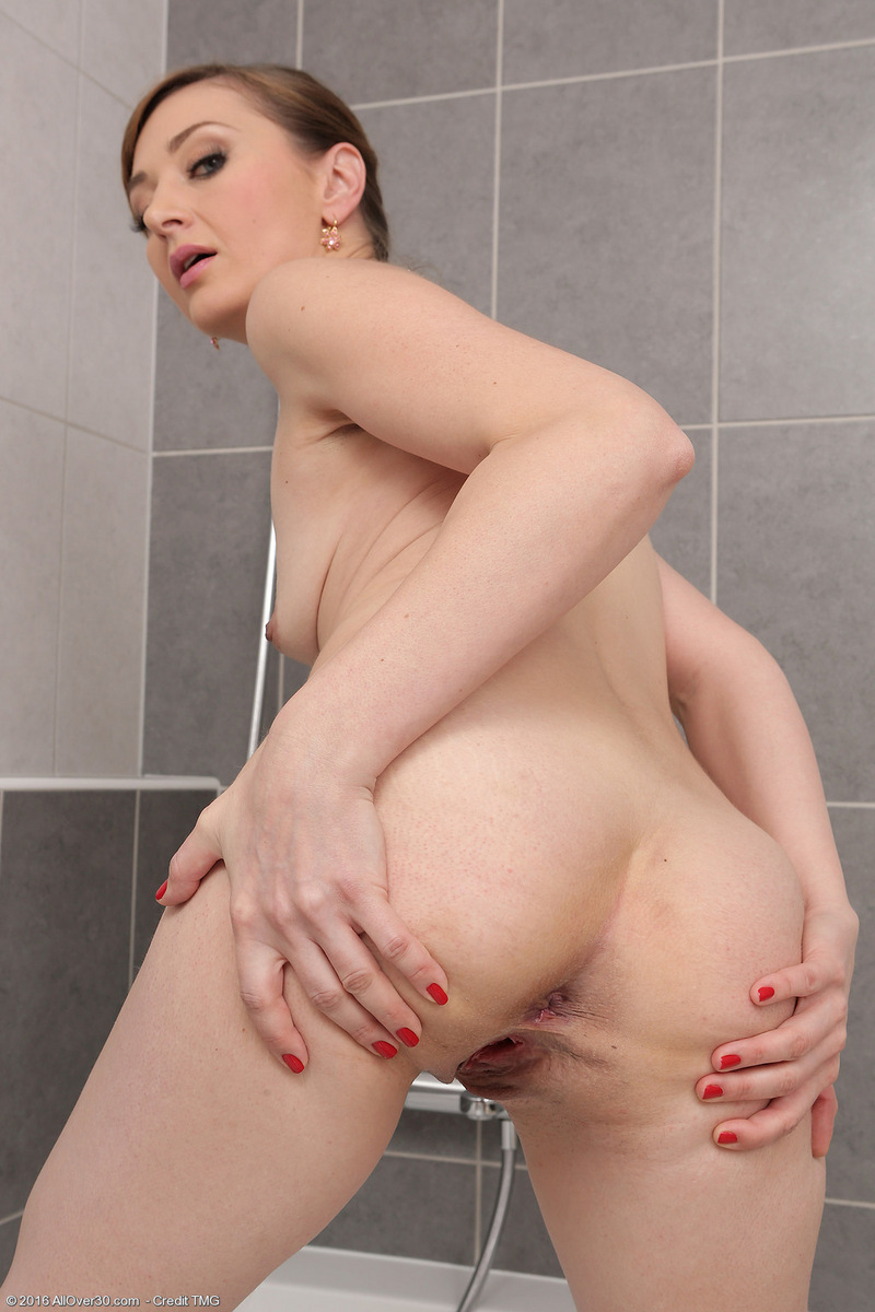 41 yr old milf gets creampied 4