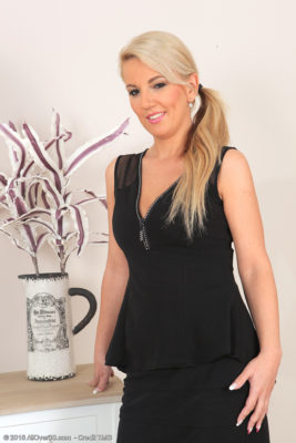 Blond Knockout Luci Angel Shows Her Minimal Ebony Skirt After Which Places on Her Behalf Make-up Products Nude