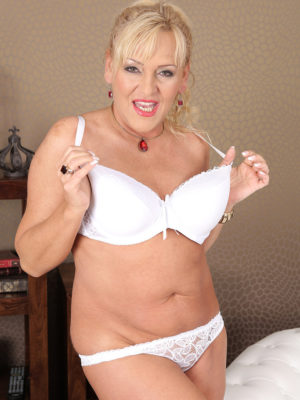Blonde fat mature plumper