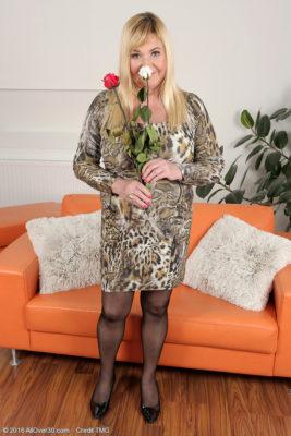 Curvaceous Brand Fresh Model Venuse Enjoys Flowers