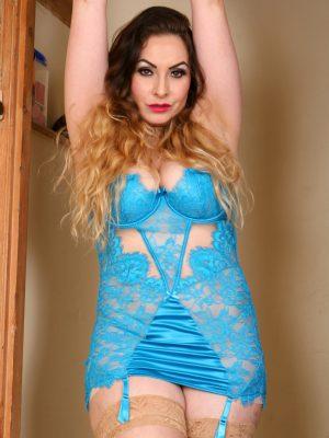 Curvaceous Latina Knockout Sophia Delane