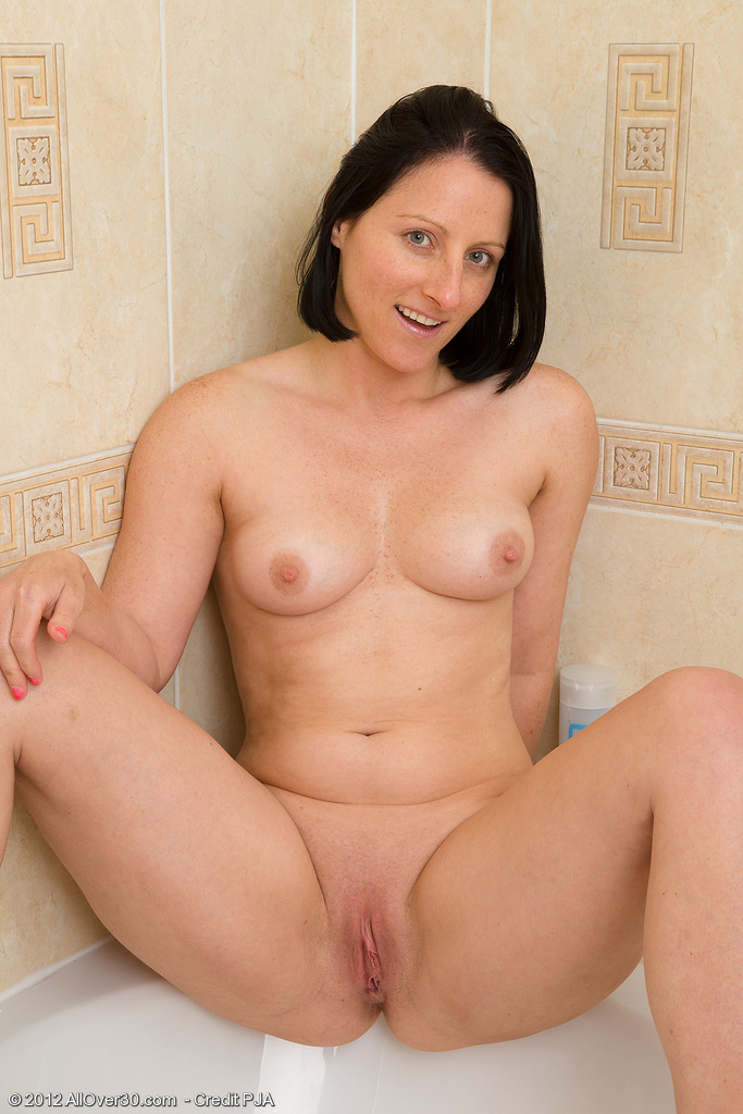 hot nude 30 year old women
