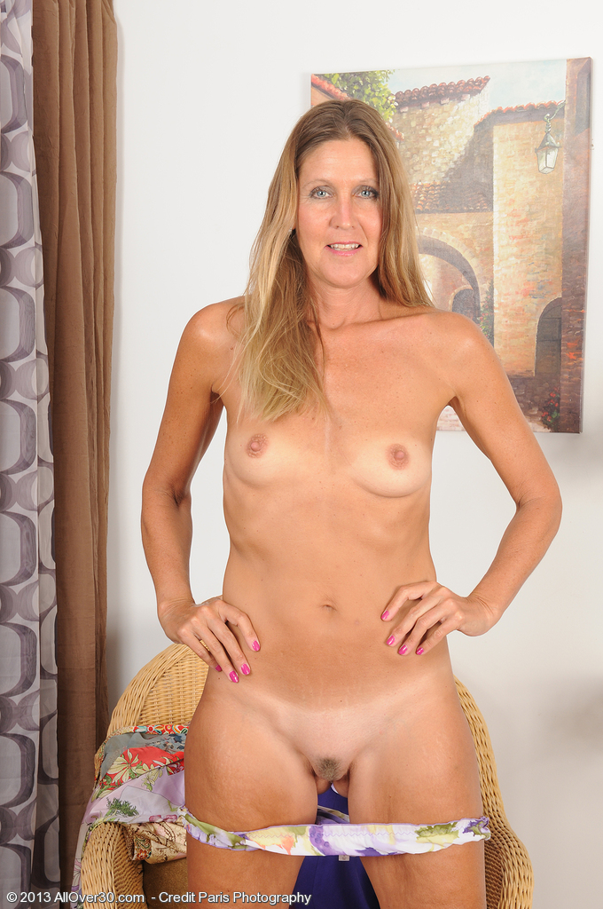pictures of fifty year old nude women